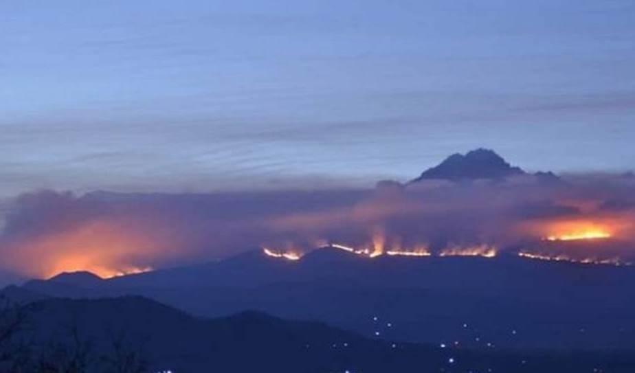 Tanzania: zonas del famoso monte Kilimanjaro bajo las llamas
