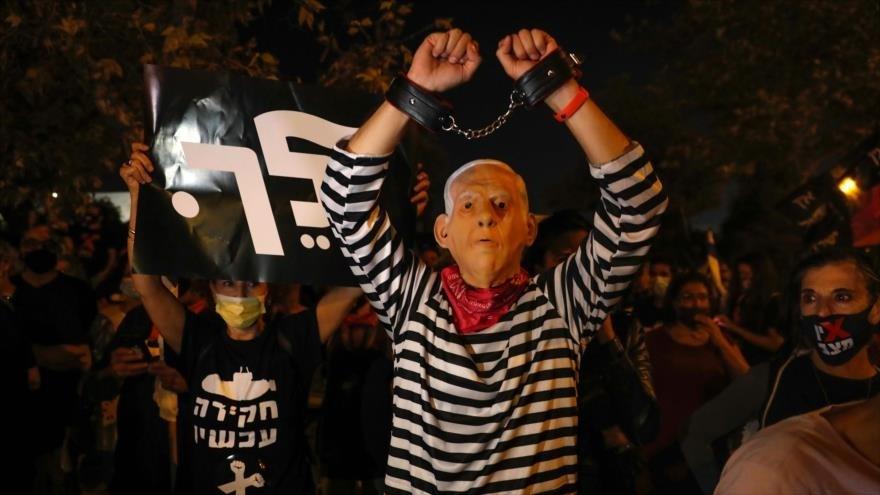 Más de 50 % de los israelíes desea la dimisión de Netanyahu.