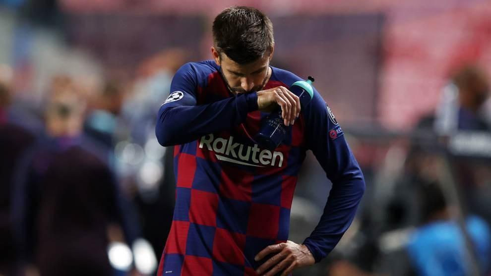 Piqué, abatido tras caer 2-8 ante el Bayern la temporada pasada EFE