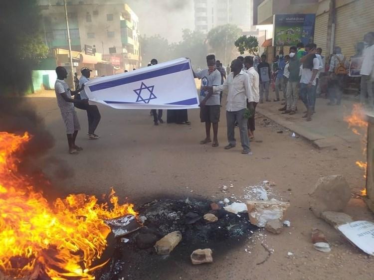 Furia popular en Sudán contra de la normalización.