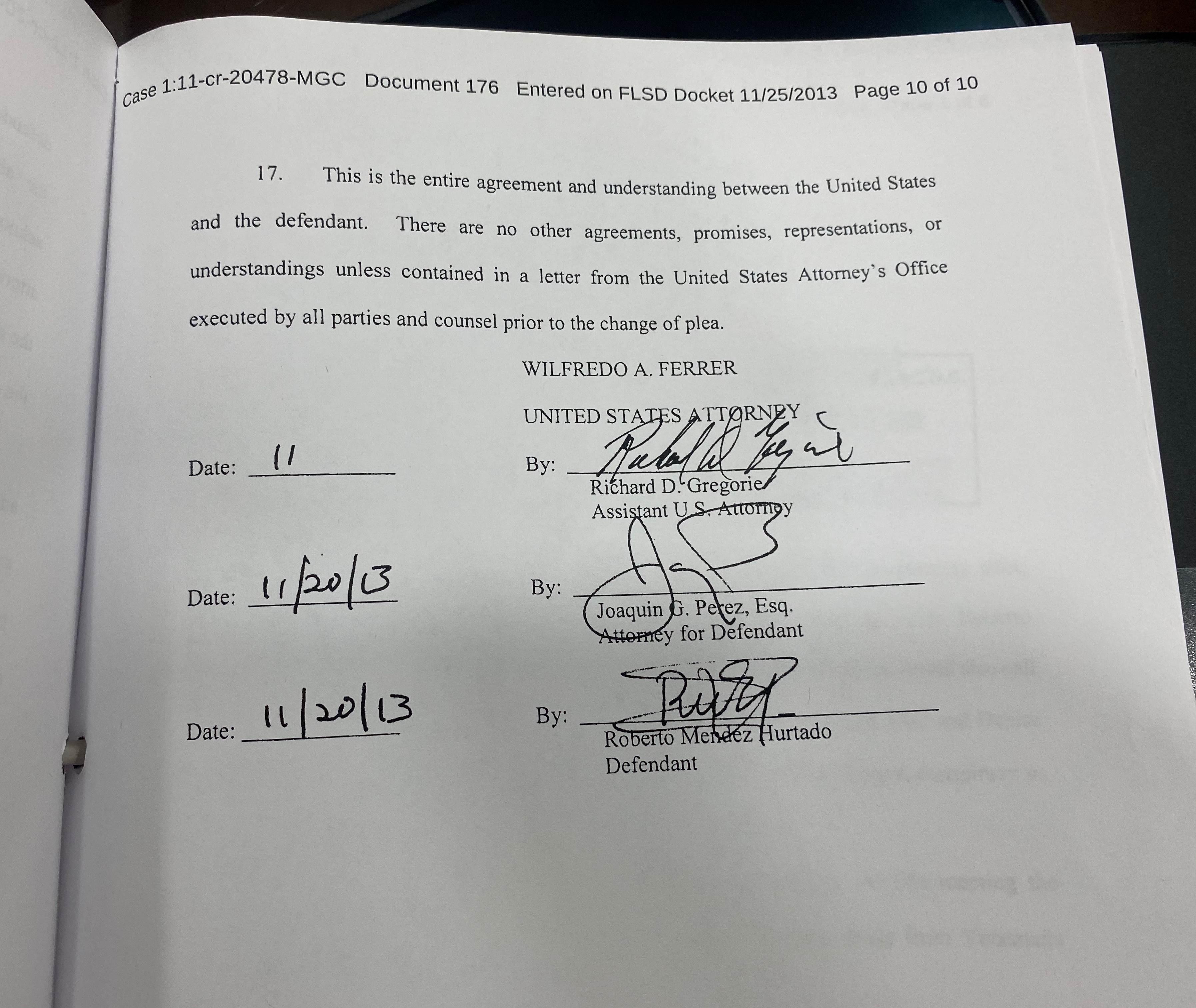 Prueba del acuerdo firmado entre el Fiscal Richard Gregorie y el narcotraficante Roberto Méndez Hurtado donde se comprueba su negociación para bajarle la condena de 4 cadenas perpetuas a 19 años de prisión a cambio de información falsa.