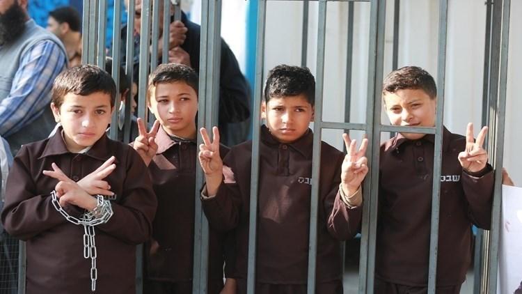 Más de 400 niños palestinos están en las cárceles de la ocupación.