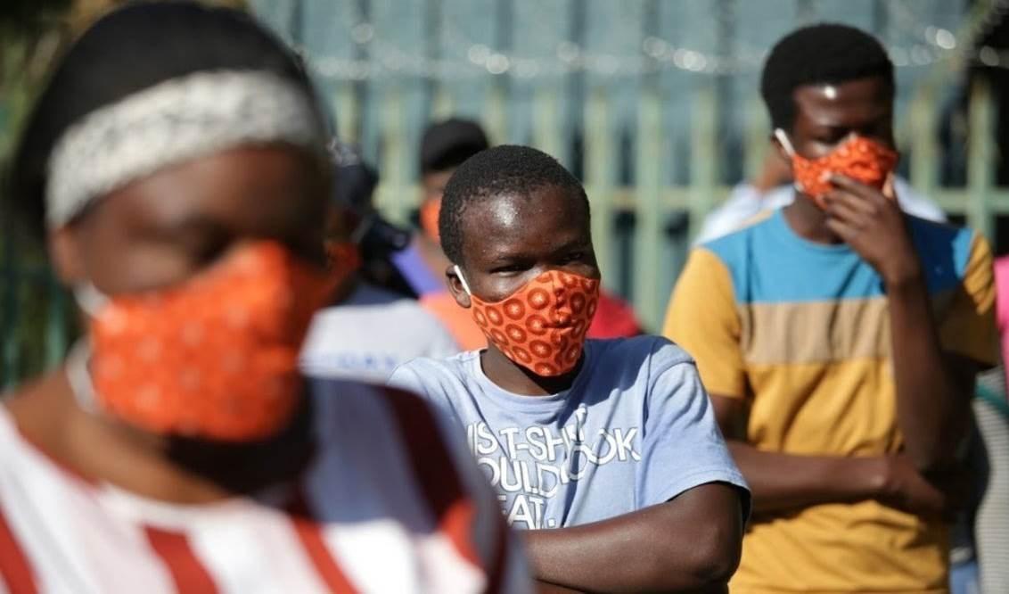 Sudáfrica sobrepasa los tres mil casos diarios de Covid-19.