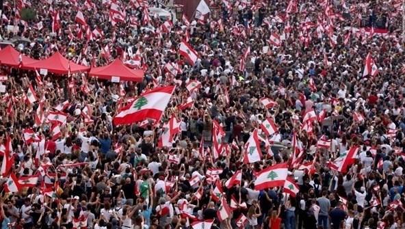 El movimiento popular de protestas que se inició el 17 de octubre de 2019 es un movimiento sin precedentes desde el establecimiento del ente libanes.