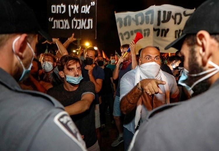 Nuevas protestas contra Netanyahu y enfrentamientos entre policías y manifestantes en Tel Aviv.