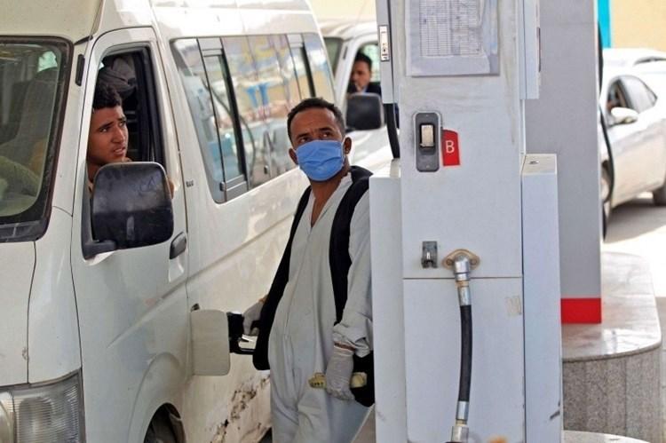 Coalición saudita sigue reteniendo 18 barcos petroleros yemenitas.