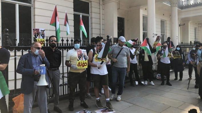 Protestan cerca de la Casa Blanca contra acuerdos de normalización.