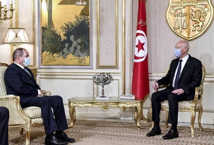 Túnez y Argelia abogan por una solución política a la crisis libia.