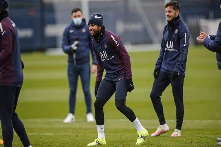 Neymar entrena con PSG, pero es duda para Supercopa