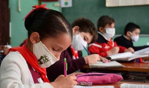 Cuba detiene curso escolar ante situación epidemiológica por Covid-19