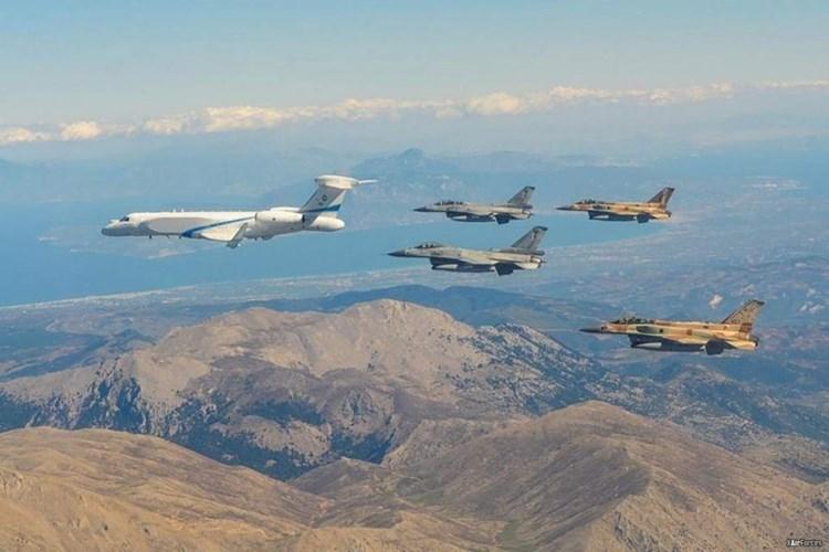 Fuerzas aéreas israelíes y emiratíes realizan por primera vez maniobras públicas conjuntas.