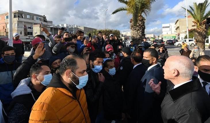 Prosiguen enfrentamientos entre manifestantes y fuerzas de seguridad en Túnez.