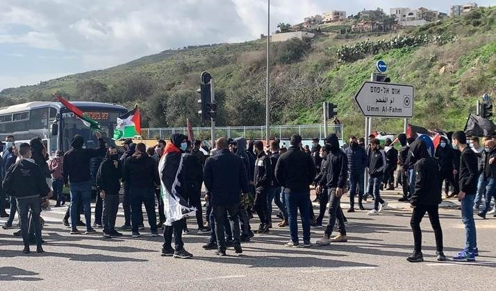 Continúan las protestas en la ciudad palestina de Umm al-Fahm.