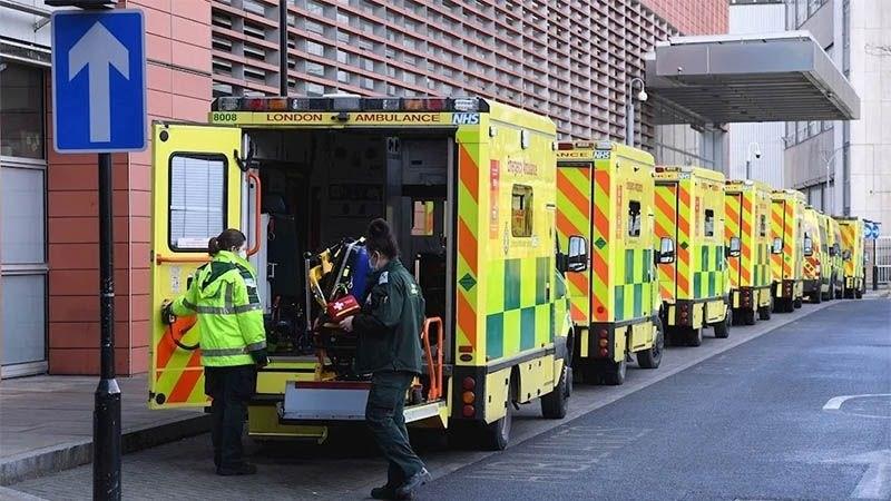 Médicos británicos piden apoyo y protección ante la escalada de la pandemia.