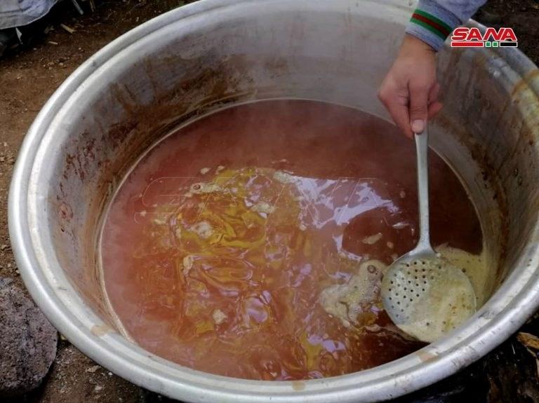 Siria: La tradición de hacer melaza de la granada en Deir Mama.