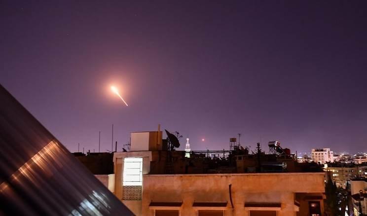 Cazas israelíes atacan territorio sirio de Palmira.