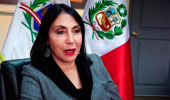 Canciller de Perú renuncia por escándalo con vacuna