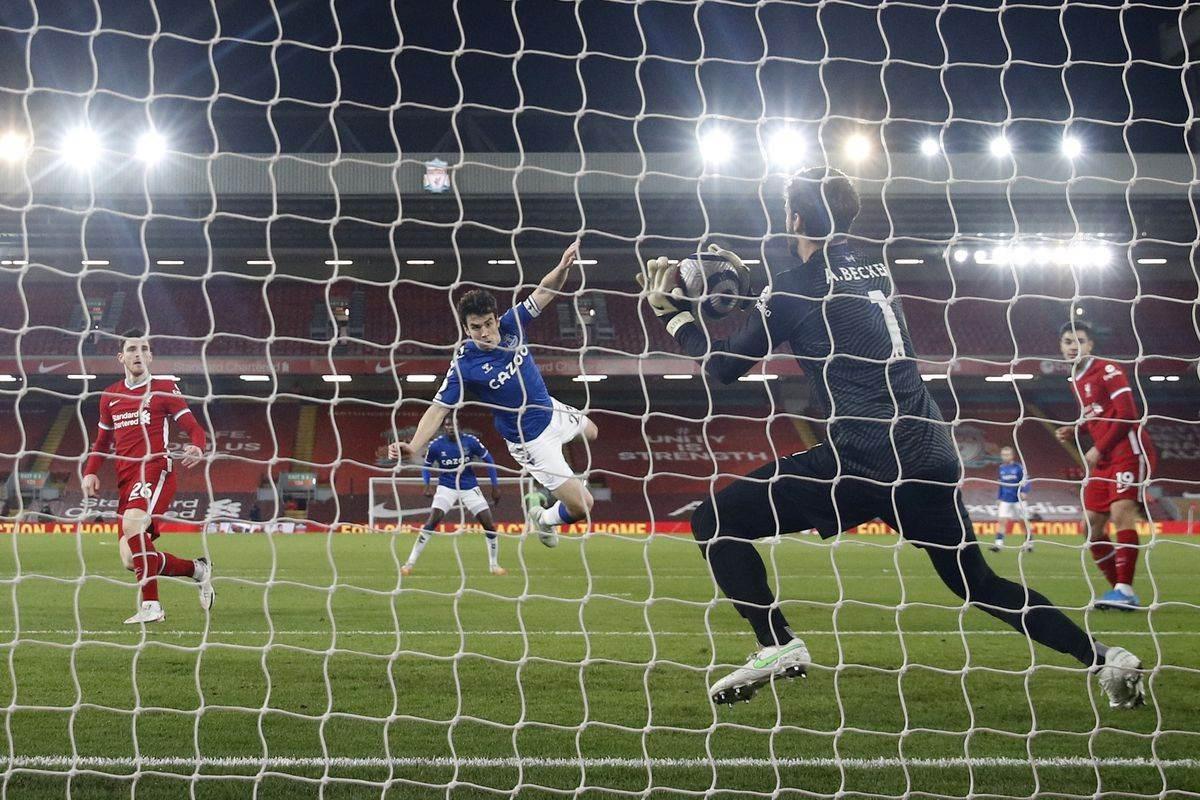 Everton sentencia al campeón Liverpool en Liga Premier