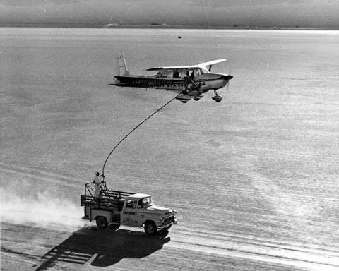 La aeronave era Cessna 172 y sus dos pilotos fueron Bob Timm y John Cook.