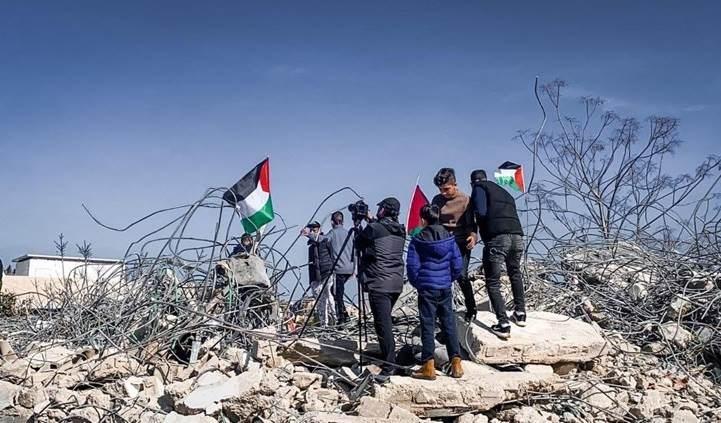 Ocupación israelí demuele edificio en la localidad palestina de Issawiya.