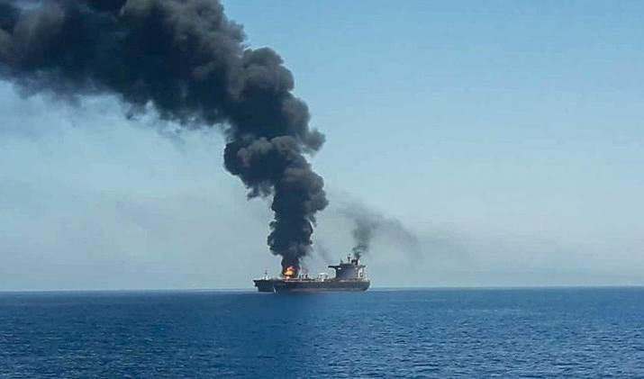 Barco de empresa israelí es blanco de una explosión en el Golfo de Omán.