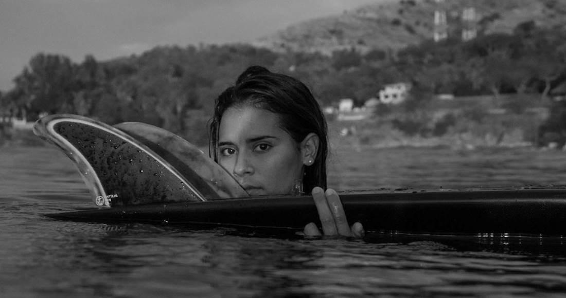 Despiden con emotivo ritual a surfista salvadoreña recién fallecida