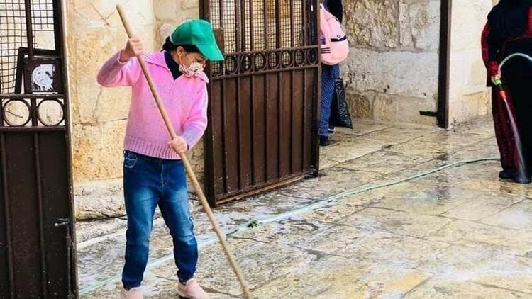 Para recibir el Ramadán: los habitantes de Jerusalén lavan la Cúpula de la Roca y la Plaza Al-Aqsa
