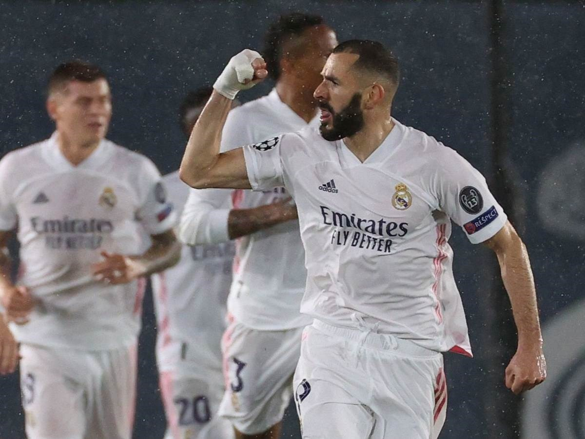 Histórico golazo de Benzema salva empate del Madrid ante Chelsea