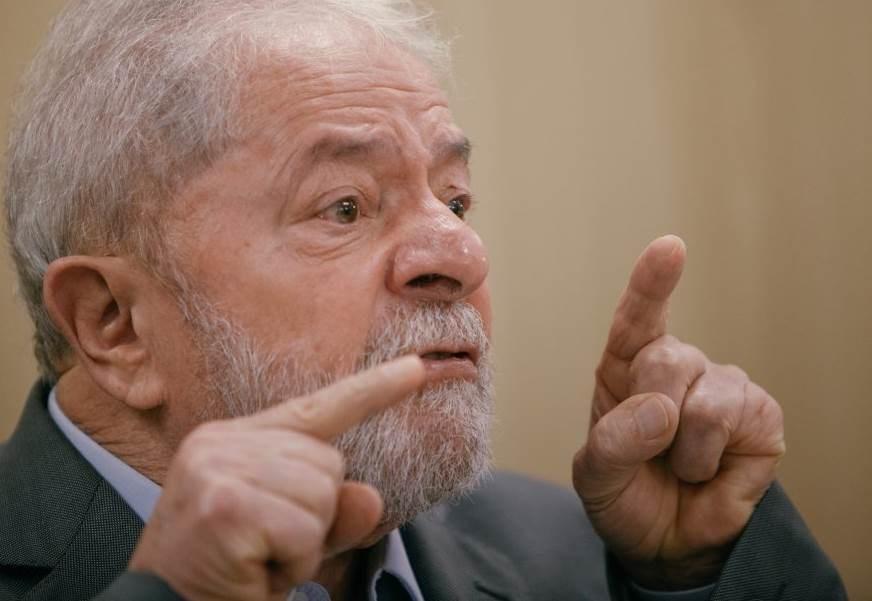 Lula supera ampliamente a Bolsonaro