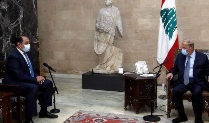 Aoun se reúne con el subsecretario general de la Liga de los Estados Árabes, Hussam Zaki.