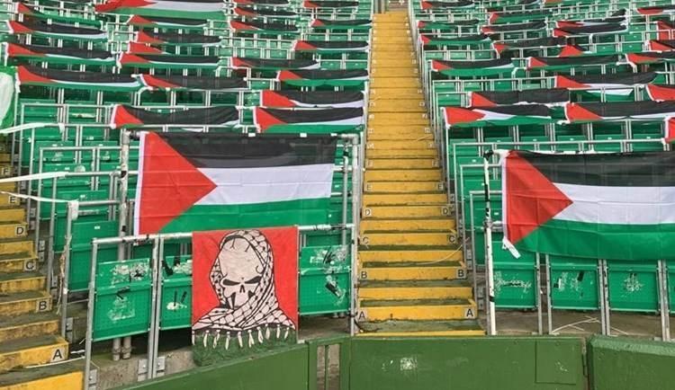 Banderas palestinas en las gradas del club Celtic