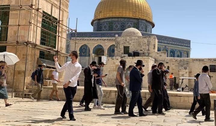 El portavoz de Hamas, Abd al-Latif al-Qanou, pidió a las masas del pueblo palestino que enfrenten valientemente el asalto esperado de los colonos a la mezquita de Al Aqsa.