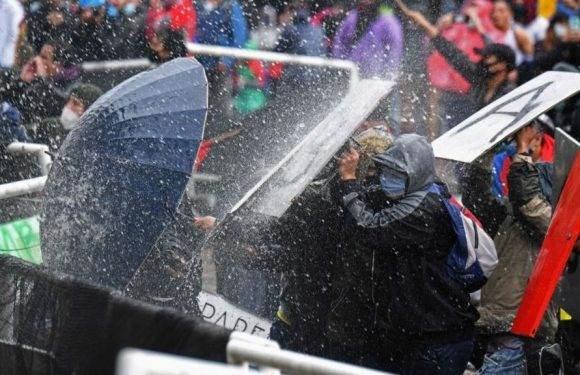 Las manifestaciones se tornaron violentas en algunas ciudades y dejaron una veintena de muertos. Foto: AFP.
