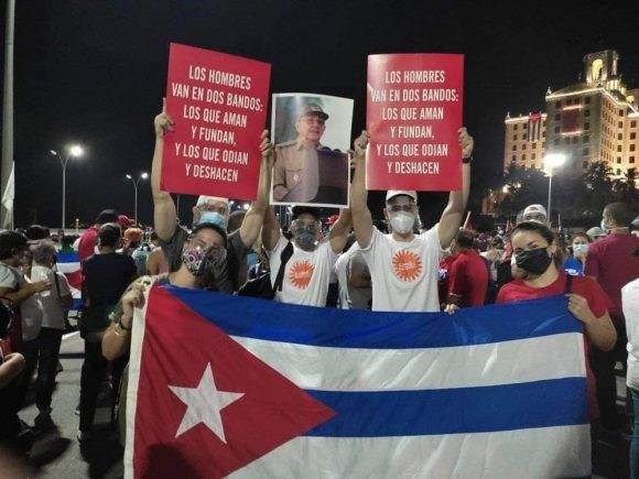 El pueblo de Cuba sale a las calles a defender su Revolución. Foto: Cubadebate