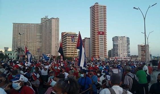 El pueblo de La Habana sale en defensa de la Revolución. Foto: Oscar Figueredo/Cubadebate.