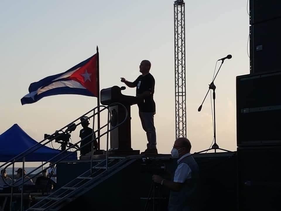 Gerardo Hernández, en defensa de la Revolucion Cubana durante acto político-cultural en el malecón de La Habana.  Foto: Presidencia Cuba