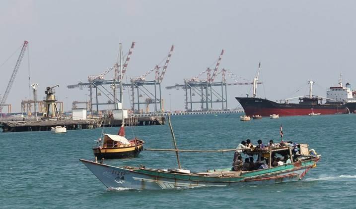 Yemen advierte sobre desastre ambiental tras hundimiento de barco petrolero frente al puerto de Adén.