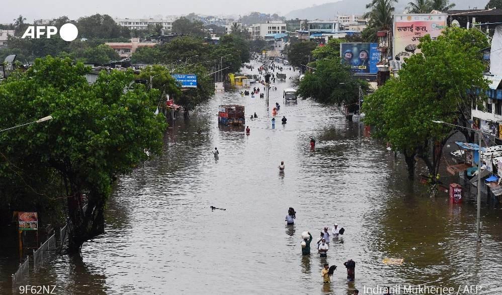 India: equipos de rescate buscan supervivientes mientras el número de víctimas del monzón asciende a 79.