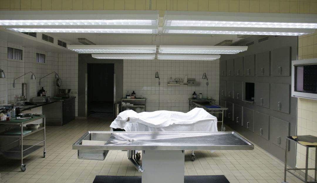 Cuando un paciente muere por covid -19, el protocolo de manejo de cadáveres es diferente.