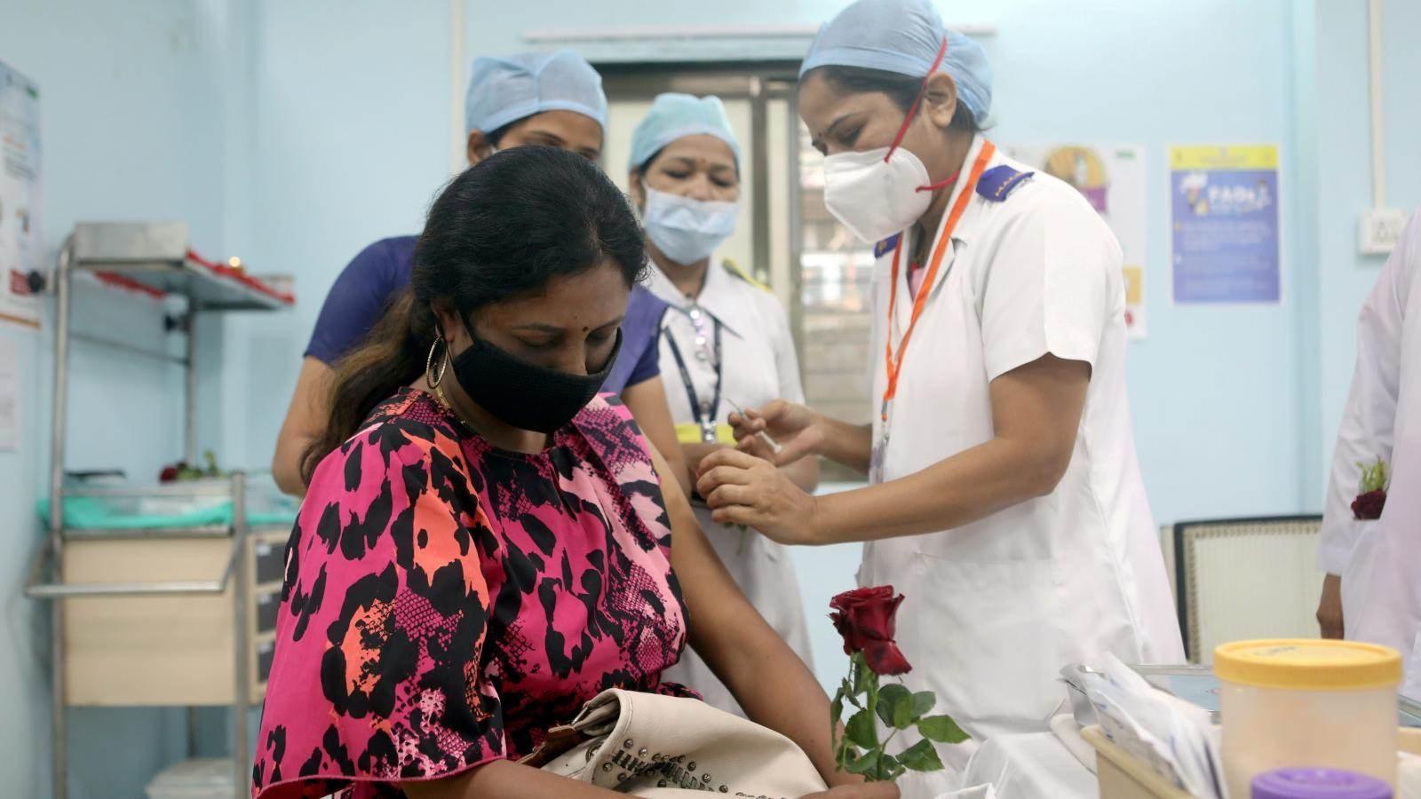 La India informa 30,773 nuevos casos de COVID mientras busca dar la bienvenida a los turistas