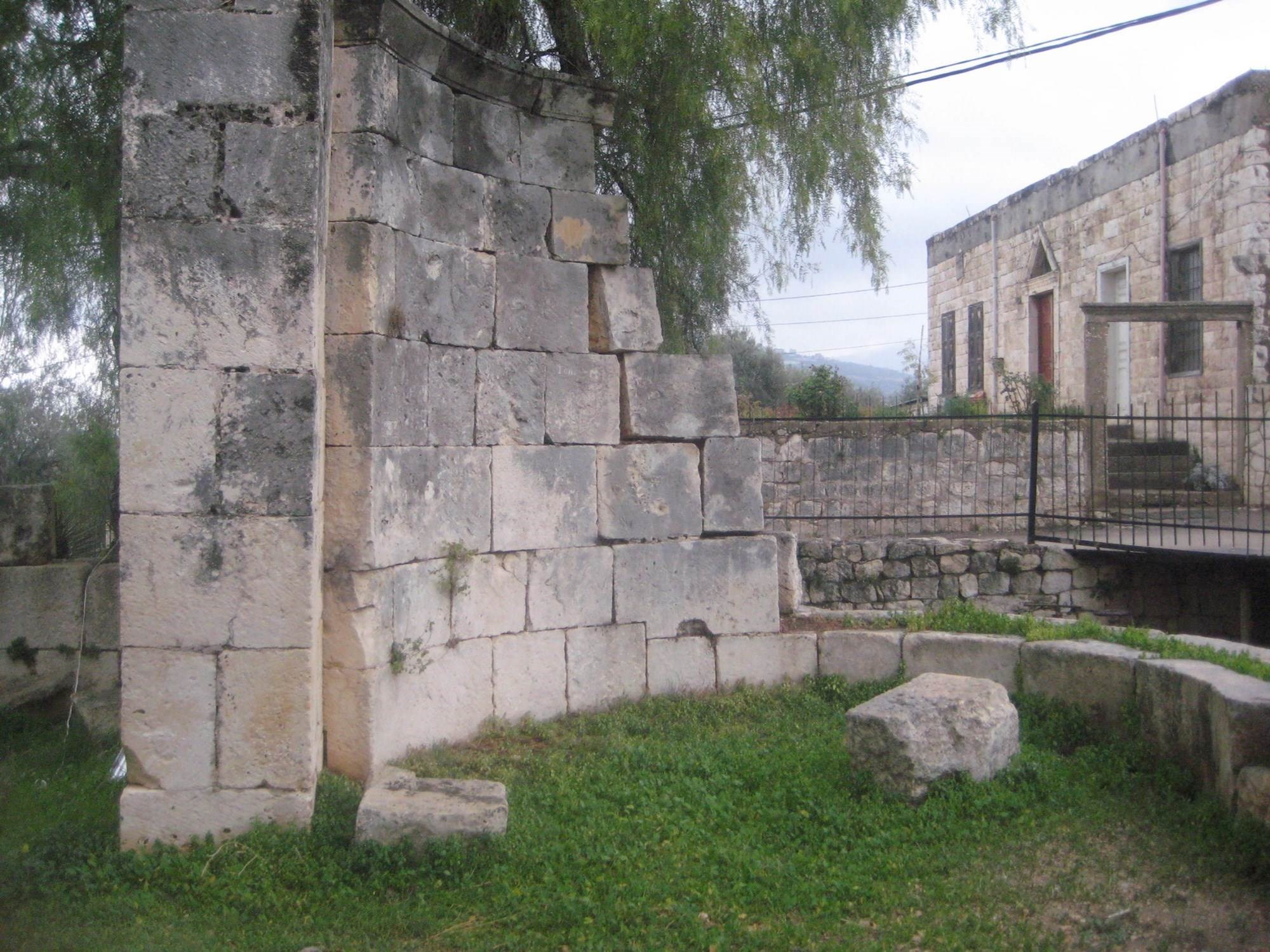 Bziza, una ciudad libanesa de diferentes épocas